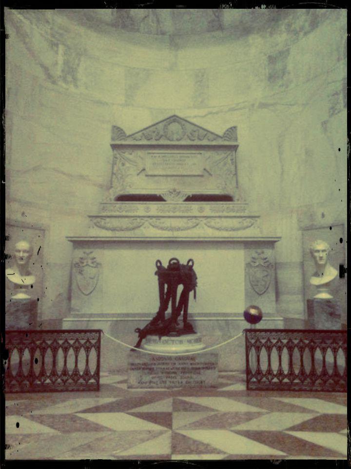 Tomba di Canova nel Tempio Canoviano a Possagno